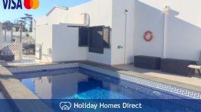 Villa sleeps 10/ 2 infants- lockable gate to  pool