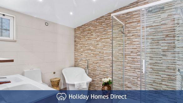 Villa Anderwood bathroom and shower
