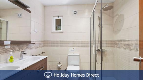 Villa Anderwood toilet and sink