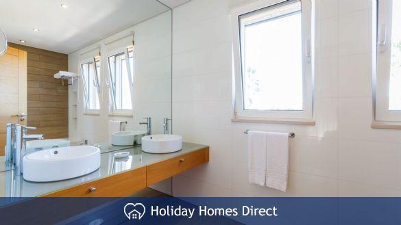 Bathroom in Crest-Villas-Almancil