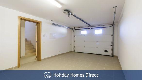 Garage in Crest-Villas-Almancil