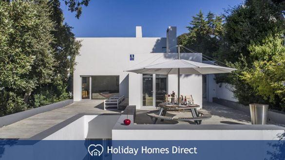 "Villa Famele ""Design luxe beach villa"" 1-8 Pax"