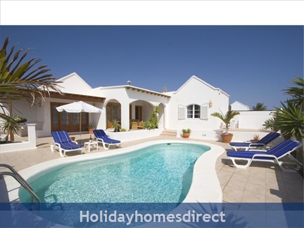 Villa de Carrida with private heated pool, Puerto del Carmen, Lanzarote