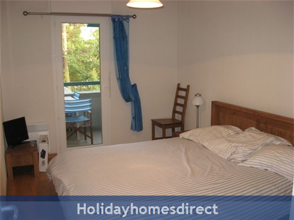 4 Star Apartment: Exclusive, Idyllic, Close To Nature, Pool, South France Coast: Master Bedroom