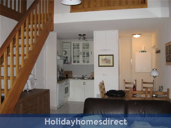 4 Star Apartment: Exclusive, Idyllic, Close To Nature, Pool, South France Coast: Dining Area - Salle a Manger