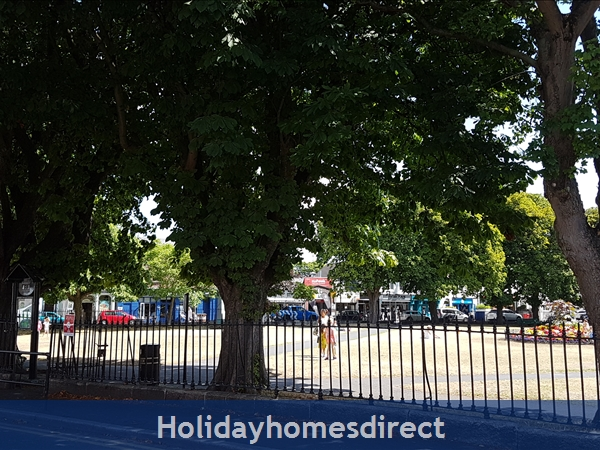 Charming Sandymount Seaside Location Just 10 Minutes From  Dublin  City Centre  Tourist Board Approved Pet Friendly Garden 2 Bed Apt. Free Wifi & Sky: ImageSandymount Village