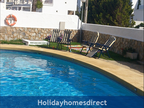 Spanish Tourism Approved Apt. That Feels Like A Villa!  Pool. Aircon ,free Wifi, Uk Tv Rte,  5 Mins Walk To Blue Flag Beaches, Restaurants, Shops Etc: The pool just yards from apartment