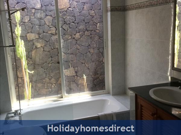 Villa Saoirse - Puerto Del Carmen: En Suite Bathroom