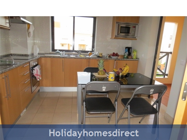 Parque Da Corcovada Luxury 2 Bedroom Apartment, Algarve: Kitchen