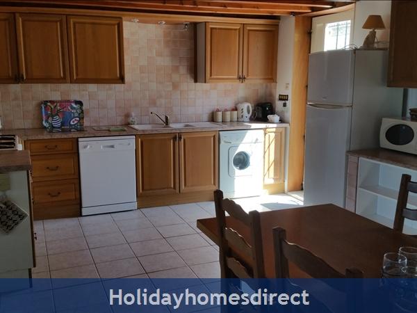 Logis, Gite Holiday Rental: Logis kitchen/dinner