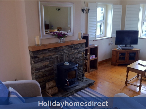 Suaimhneas, Self Catering Holiday Home Schull: Living Room with cozy stove
