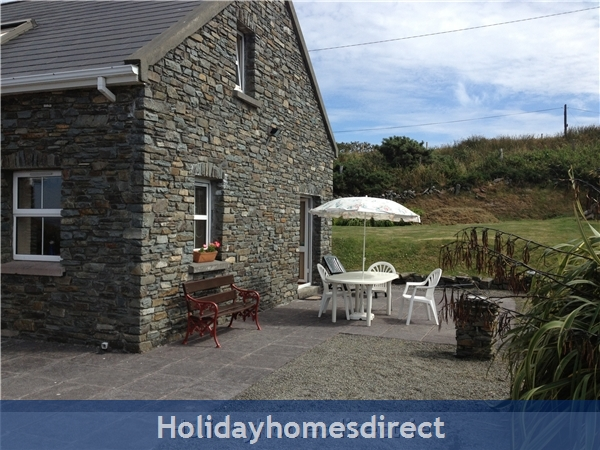 Suaimhneas, Self Catering Holiday Home Schull: Private Patio - all set for Afternoon Tea