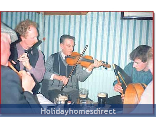 Cottage Mayo, Rock View House. Carracastle Charlestown, Mayo. F45 Pn50: Traditional Irish music