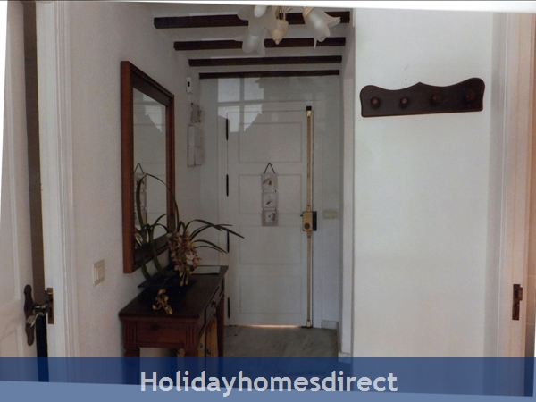 Puerto Cabopino, 2 Bed Air Conditioned Holiday Rental Home: Hall