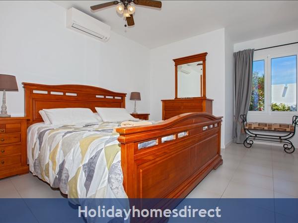 Villa Cartaphilus, Villa Rental Lanzarote , 6 Bedrooms, 4 Bathrooms, Free Air Con/wifi: Villa Cristal Ref 10939 Pool area