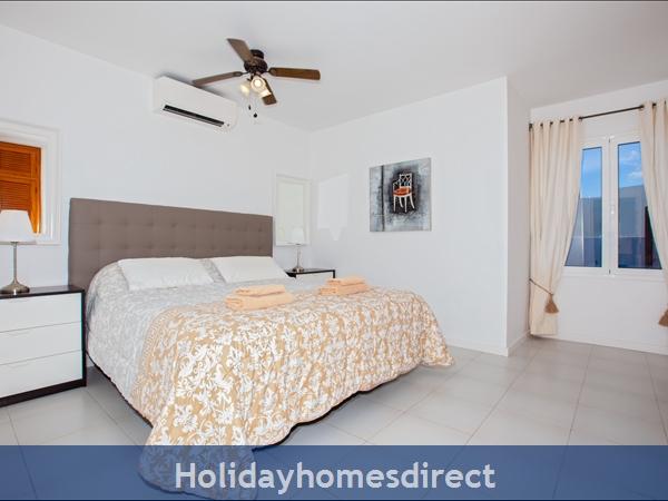 Villa Cartaphilus, Villa Rental Lanzarote , 6 Bedrooms, 4 Bathrooms, Free Air Con/wifi: Villa Cartaphilus Ref 10937Master bedroom En-suite