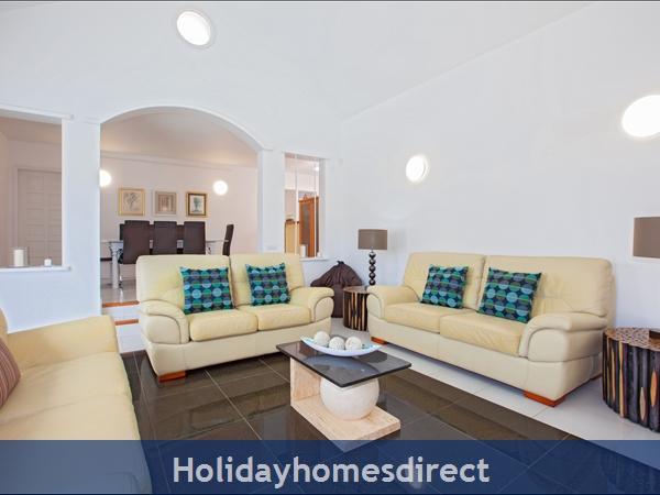 Casa Cristal, Luxury Villa Rental Puerto Del Carmen, Lanzarote, 4 Bedrooms , 3 Bathrooms, Free Air Con/wifi: Villa Cristal Ref 10939 Tv / Dinning Area