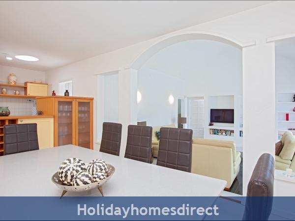 Casa Cristal, Luxury Villa Rental Puerto Del Carmen, Lanzarote, 4 Bedrooms , 3 Bathrooms, Free Air Con/wifi: Villa Cristal Ref 10939 Master bedroom