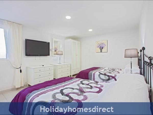 Casa Cristal, Luxury Villa Rental Puerto Del Carmen, Lanzarote, 4 Bedrooms , 3 Bathrooms, Free Air Con/wifi: Villa Cartaphilus Ref 10937 Sitting / TV Area