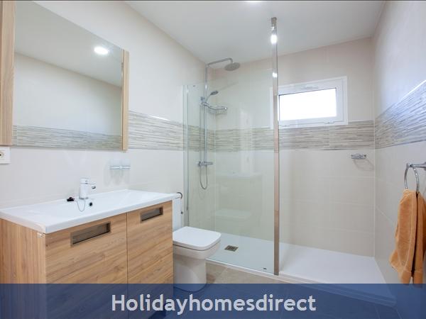 Casa Cristal, Luxury Villa Rental Puerto Del Carmen, Lanzarote, 4 Bedrooms , 3 Bathrooms, Free Air Con/wifi: Villa Cartaphilus Ref 10937 Patio and Bar B Q Area