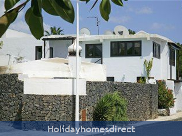 Villa Jessica, Puerto , Sleeps 10, Private Pool, Free Air-con/wifi,games Room: Villa