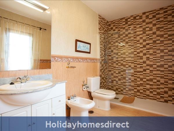 Villa Eileen, 4 Bed Villa In Lanzarote With Private Pool Sleeps 10, Free Air Con/wifi: Master Bedroom En Suite