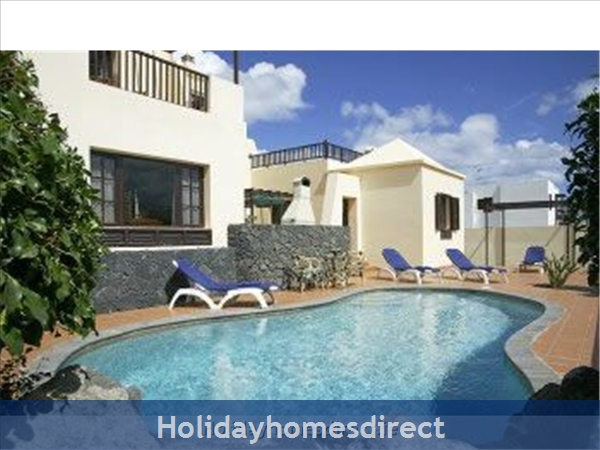 Villa Eileen, 4 Bed Villa In Lanzarote With Private Pool Sleeps 10, Free Air Con/wifi: Pool Area