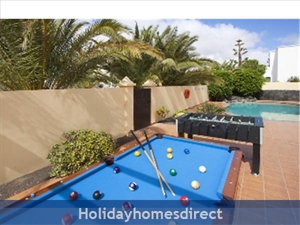 Villa Eileen, 4 Bed Villa In Lanzarote With Private Pool Sleeps 10, Free Air Con/wifi: Games Area