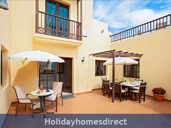 Villa Eileen, 4 Bed Villa In Lanzarote With Private Pool Sleeps 10, Free Air Con/wifi: BBQ/Dining Area