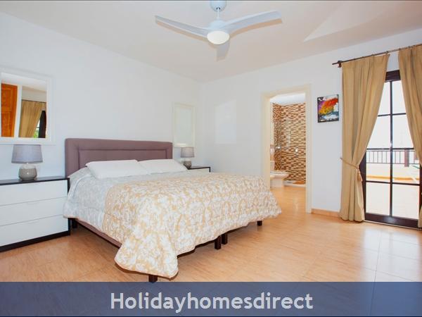 Villa Eileen, 4 Bed Villa In Lanzarote With Private Pool Sleeps 10, Free Air Con/wifi: Master Bedroom en suite with Air Con