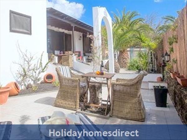 Luxury Tots Safe Villa With Secure Gated Pool Costa Teguise 4 Bed/3 Bath/private Htd Pool/play Area-we Take All Credit Cards For Just 1.5%: Side garden   shaded front patio