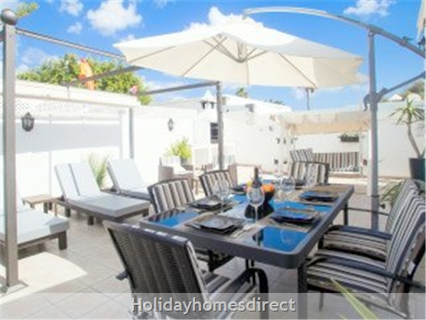 Luxury Tots Safe Villa Visa Accepted Secure Gated Pool Costa Teguise 4 Bed/3 Bath/private Htd Pool/play Area-we Take All Credit Cards For Just 1.5%: Fine dining for parents who have infants- well lit