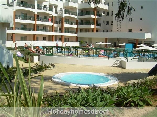 The Victoria Sport & Beach Hotel: Pool area