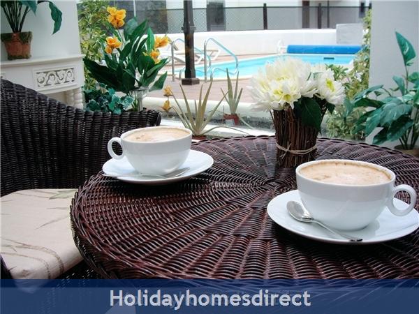 Carlara, Luxurious Designer Villa, Lanzarote: Atrium for dinner or coffee inside