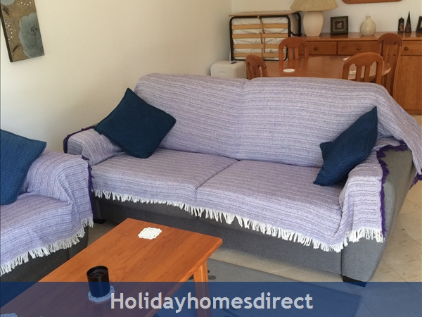 5***** Alto Club  - One Bedroom Luxury Air-conditioned Apartment With Free Wi-fi, Alvor: Living/dining room