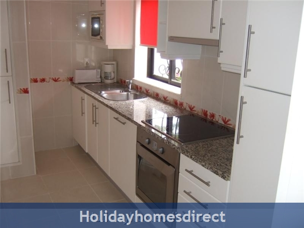 5***** Alto Club  - One Bedroom Luxury Air-conditioned Apartment With Free Wi-fi, Alvor: Kitchen