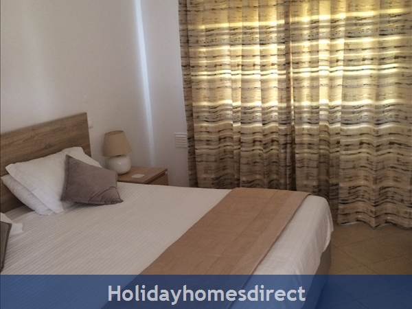 5***** Alto Club  - One Bedroom Luxury Air-conditioned Apartment With Free Wi-fi, Alvor: Bedroom
