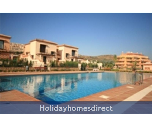 Jardines De La Noria, 2 Bedroom Apartment, Mijas Costa: Pool