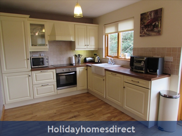 Cornadarragh Forest Park, Luxurious Log Cabin: Kitchen