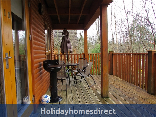 Cornadarragh Forest Park, Luxurious Log Cabin: Terrace