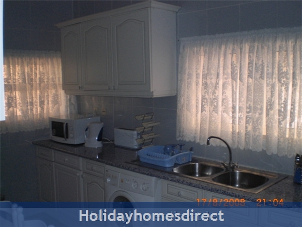 Maralvar, Large 2 Bedroom Apartment, Alvor: Image 4