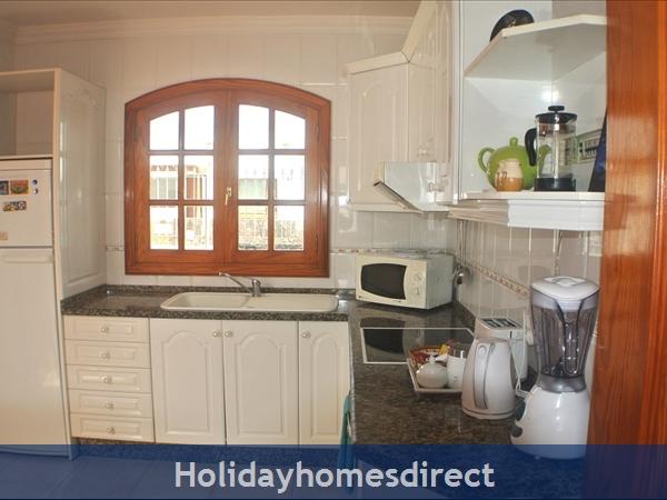 Villa Hibiscus, 3 Bedroom Villa, Puerto Del Carmen: Kitchen