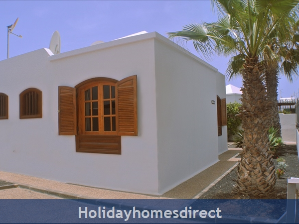 Villa Hibiscus, 3 Bedroom Villa, Puerto Del Carmen: Villa Hibiscus Car parking space