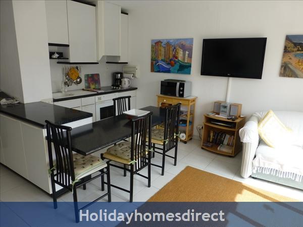 Beaulieu Sur Mer, Accommodation Cote D'azur: Kitchen Area
