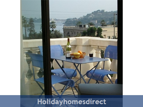 Beaulieu Sur Mer, Accommodation Cote D'azur: Balcony towards Cap Ferrat