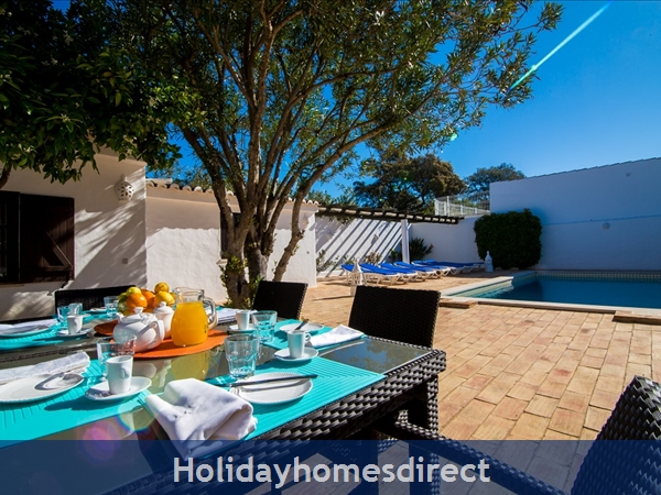 Casa Beirao A Delightful Spacious Air Cond 3 Bedroom Villa Wifi & Private Pool, Excellent Location 10 Mins Drive To Beach & Vilamoura Marina. 26499/al: Lounge Area