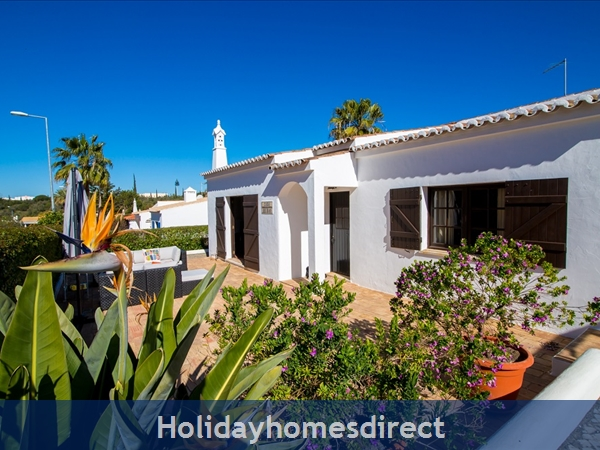 Casa Beirao A Delightful Spacious Air Cond 3 Bedroom Villa Wifi & Private Pool, Excellent Location 10 Mins Drive To Beach & Vilamoura Marina. 26499/al: Bedroom