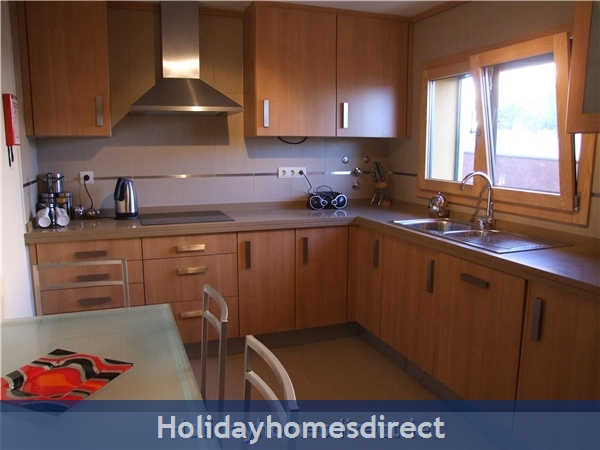 Villa Jose, Praia Da Luz/lagos/west Algarve: Fully Equipped - Large Kitchen