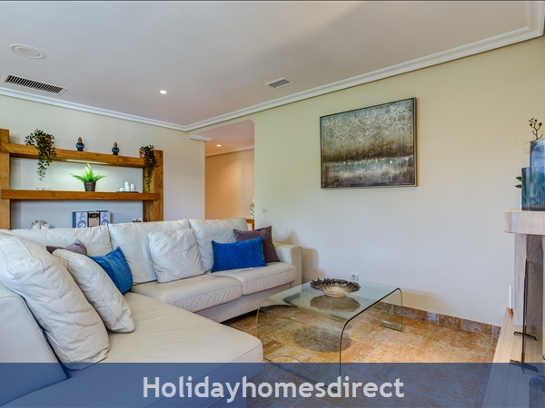 Falesia Beach Superb 1st Floor 3 Bedroom Apartment, Within Walking Distance To Beach, Local Restaurants, Bars And Shops.: Lounge