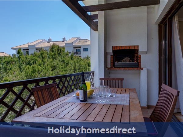 Falesia Beach Superb 1st Floor 3 Bedroom Apartment, Within Walking Distance To Beach, Local Restaurants, Bars And Shops.: Lounge Balcony